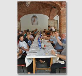 Un momento del pranzo nei rinnovati locali del convento piemontese
